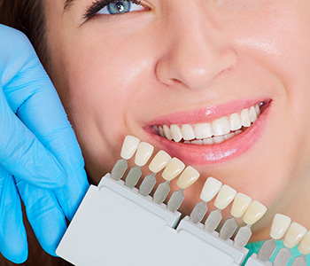 Advanced services from your cosmetic dentist in North York gets you smiling