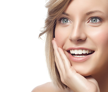 Brighten your smile with cosmetic veneers from your Scarborough dentist